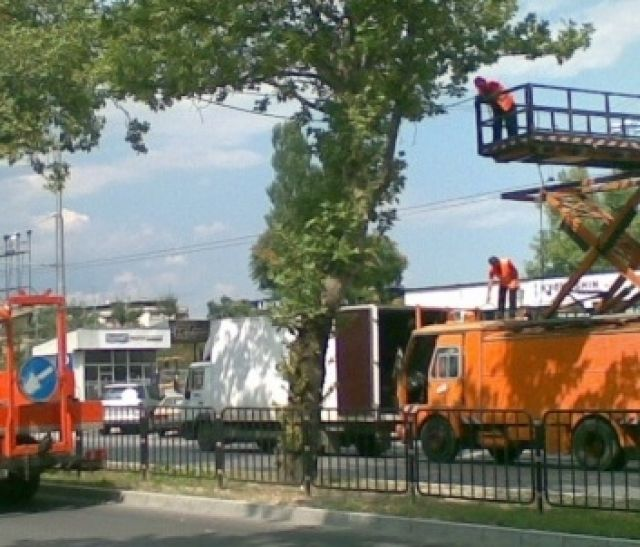 """""""Reconstruction of air overhead lines of """"Iztochen"""" Blvd. section from """"Hristo Botev"""" Blvd. to """"Maria Luiza"""" Blvd. """""""